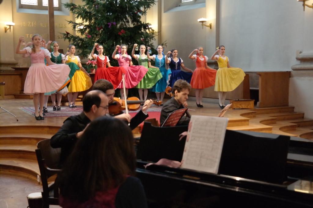 Musica E Danca Prague